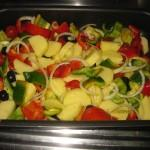 aggiungere: pomodorini, olive nere,sale, olio, pepe nero