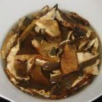 lasciare i funghi in ammollo per 10 minuti
