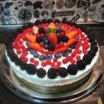 Torta fredda ai frutti di bosco e yogurt