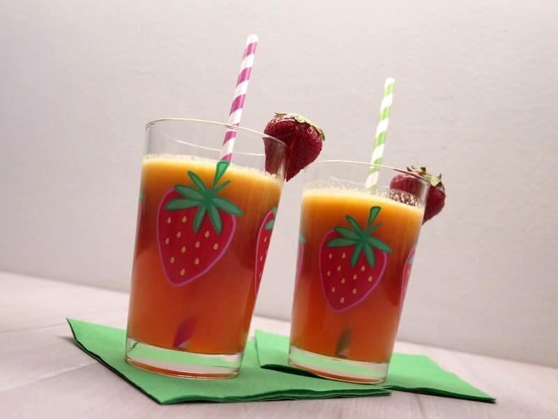 centrifuga di mele arance e fragole