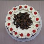 torta di compleanno con panna