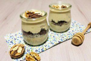 Dessert di ricotta e miele con noci