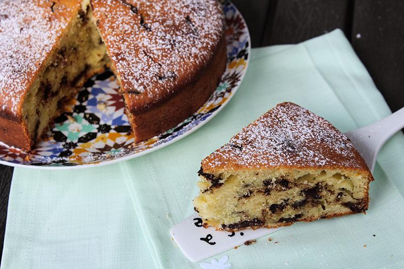 torta con yogurt greco e cioccolato fondente