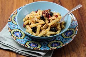 Pasta con tonno e pomodori secchi