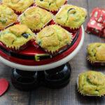 Muffin con pesto e olive nere