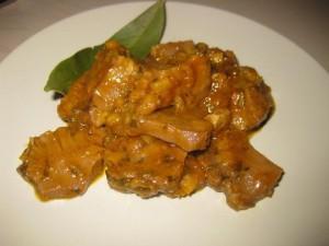 lingua di maiale in crema di peperoni gialli