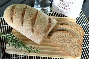 pane croccante al farro e rosmarino