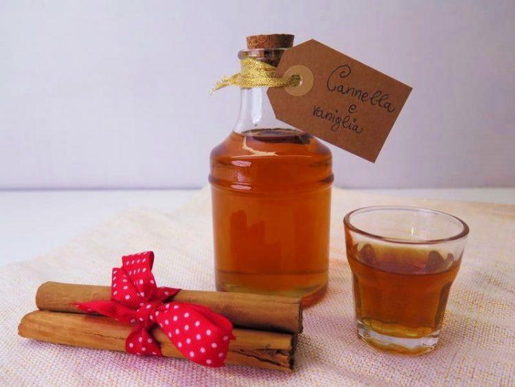 liquore con cannella e vaniglia